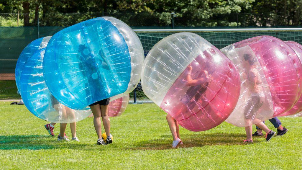 Bubble Soccer und Bogenschießen
